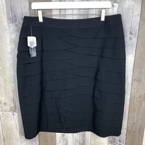 Larry Levine Women's Pleated Pencil Skirt